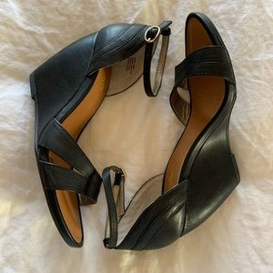 NWOT Seychelles - leather wedge sandals (Size 7)